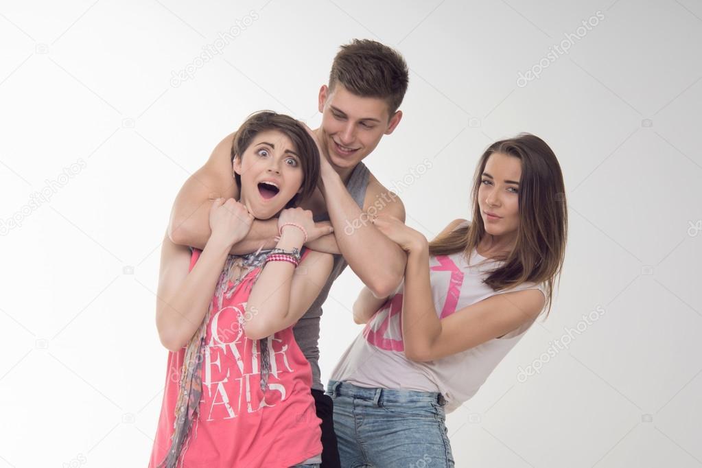 две девушки и парень фото