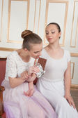 Ballet dancers posing with chocolate — Stock Photo