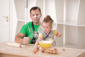 Father and daughter cooking — Stock Photo