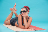 Beautiful girl with pretty smile in pinup style on the beach — Stock Photo
