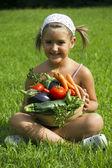 Niño y verduras — Foto de Stock