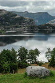 View of the lake near the Prikestolen hytta in the mountains of  — Stock Photo