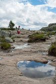 Tourists walk along the way to Preikestolen in the mountains in  — Stock Photo