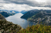 Vista do preikestolen penhasco na noruega, vista do fiorde de lyse — Foto Stock