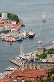 Ciudad de bergen en vista de noruega de la colina — Foto de Stock
