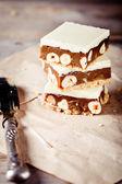 Caramelo, chocolate blanco y nueces plazas — Foto de Stock