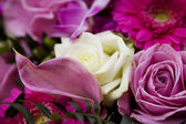 Nice wedding bouquet of rose — Stock Photo