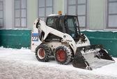снегоуборочная машина готова подготовить для очистки дороги. — Стоковое фото