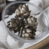 Painted in silver color artichokes — Stock Photo