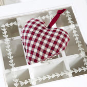 Check red and white rag heart — Stock Photo