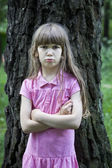 Girl standing near big tree — Stock Photo