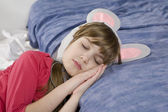 Little cute girl sleeping on sofa — Stockfoto
