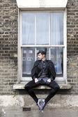 Młody człowiek w staromodny ubrania — Zdjęcie stockowe