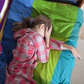 Teen girl frustration crying — Stock Photo