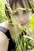 Porträtt av leende flicka — Stockfoto