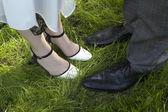 Nevěsta a ženich nohy — Stock fotografie