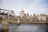 St Pauls cathedral across River Thames — Stock Photo