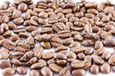 Isolar de grãos de café sobre fundo branco — Fotografia Stock