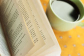 Reading with cup of coffee — Stock Photo