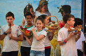 School children celebrating Shavuot (Pentecost) — Foto Stock