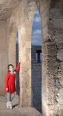 Teenage girl in an abandoned Arab building in Israel — Stockfoto