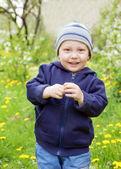 Niño feliz sobre fondo verde — Foto de Stock