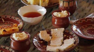 Degustazione di formaggio bianco — Video Stock