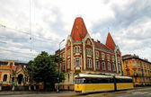 Yellow tram in Timisoara, Romania — Stockfoto