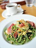 Delicious green pasta — Stockfoto