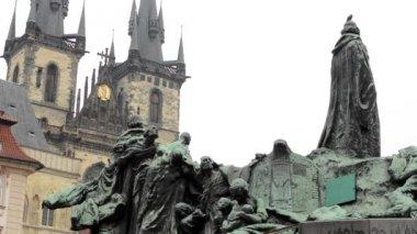 Kościół Matki Boskiej przed Tynem pomnik. — Wideo stockowe