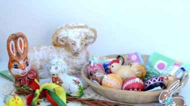 Easter decoration - ram to eat with painted eggs and other decorations — Stock Video