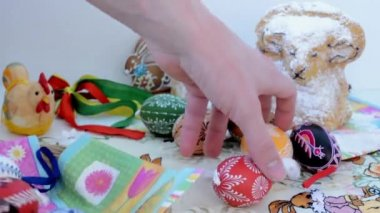 Easter decoration - remove some eggs from the table. — Stock Video