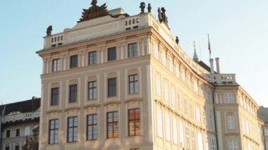 Prague Castle (sunny morning) - forepart — Stock Video