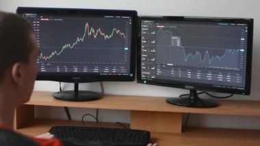 Man works on the financial market (exchange) on computer — Stock Video