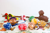 Easter decoration - painted eggs and other decorations — Стоковое фото