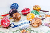 Easter decoration - painted eggs on decorative tablecloth — 图库照片