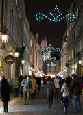 People on a Christmas decorated street, Prague — Stock fotografie