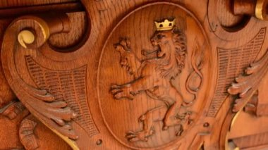 Wooden decoration - interior - lion — Stock video
