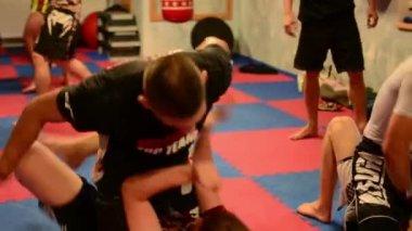 Men do sport - combat sports (fighting men) - in gym — Stock video