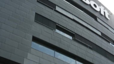 Microsoft genel merkezi - detay binası: işaret — Stok video