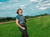 Bahar çayır kadının doğası — Stok fotoğraf