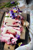 Hanımeli ile ev yapımı dondurma — Stok fotoğraf