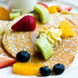 Pancake with fresh fruit — Stock Photo