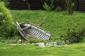 Viejo barco en el jardín — Foto de Stock