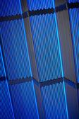 Tubos metálicos en luz azul — Foto de Stock