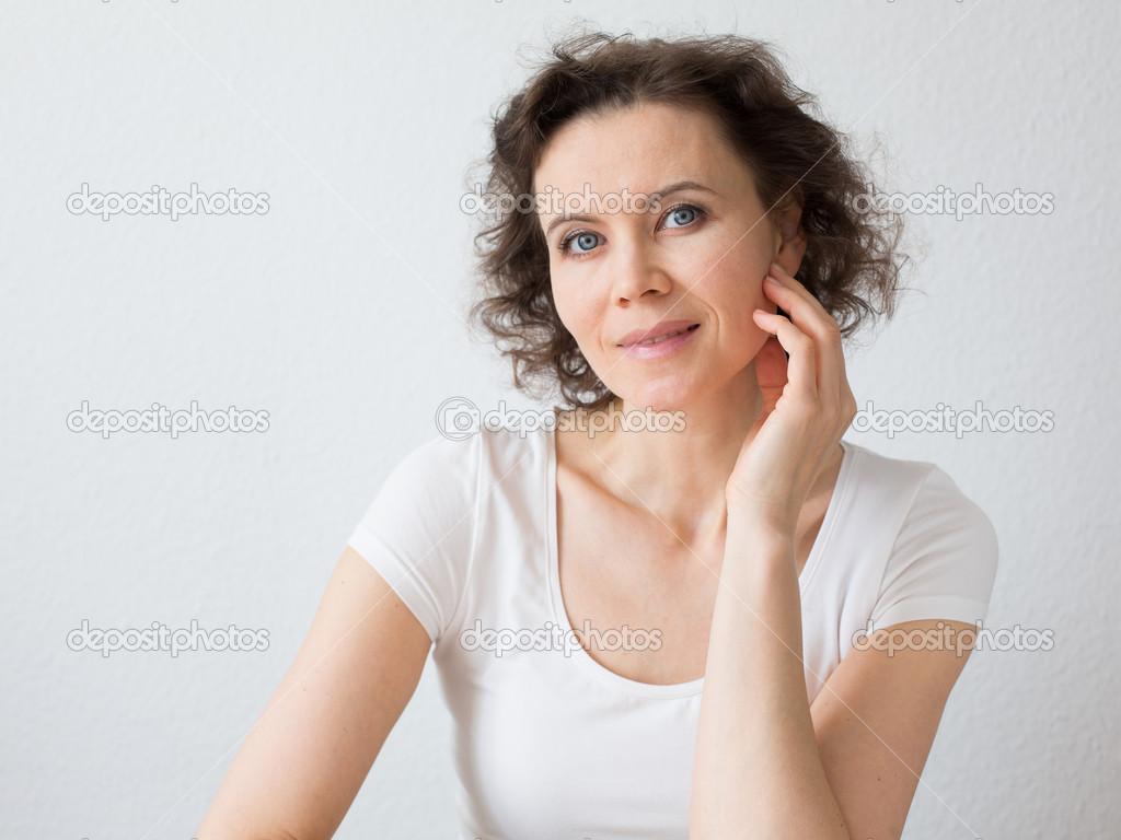 женщина 30 лет дома фото