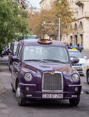 BAKU, AZERBAIJAN - NOVEMBER 22, 2013: London style city taxi in Baku, Azerbaijan — Stock Photo