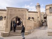 BAKU, AZERBAIJAN - NOVEMBER 22: Cuma mosque in Icheri Sheher (Old Town) of Baku, Azerbaijan, on November 22, 2013. Icheri Sheher is a UNESCO World Heritage Site since 2000. — Stock Photo