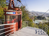 KUTAISI, GEORGIA - OCTOBER 31: Cable car in Kutaisi on October 31, 2013. The old cable car takes passengers to the Besi Gabashvili park — Foto Stock