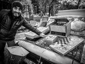 Georgian man sells old used items on the Dry Bridge Market in Tbilisi, Georgia — Stock Photo